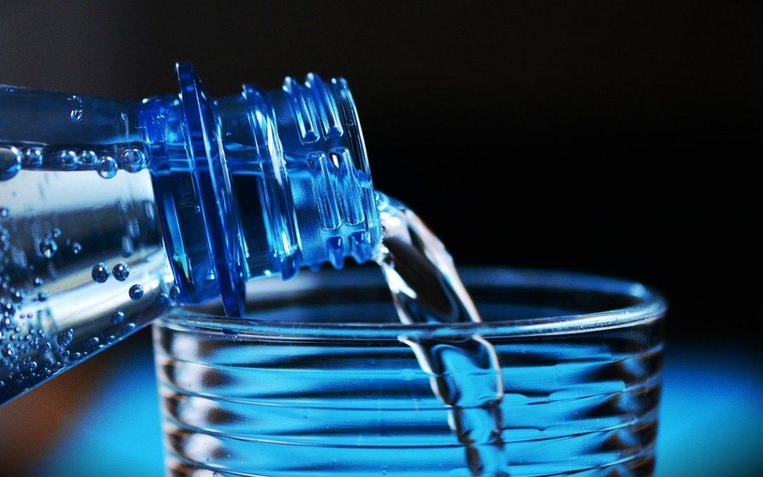 Bouteille d'eau ou eau du robinet
